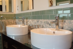 glass-tile-backsplash-bathroom